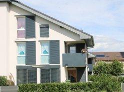 Belle villa jumelle, récente et lumineuse, avec parking souterrain.