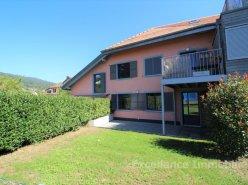 Charmant appartement de 4,5 pièces avec terrasse et jardin à Givrins