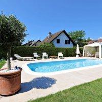 Splendide villa mitoyenne / 4 chambres / 3 SDB / Jardin / Piscine