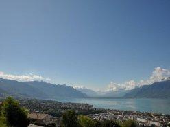 Vue panoramique sur le lac et les montagnes !
