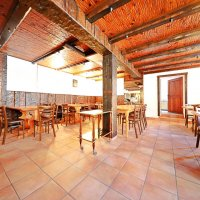 Bâtiment café-restaurant / appartement 4,5 p / terrasse