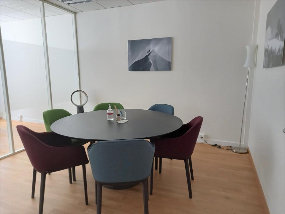 Beaux Bureaux équipés plein centre Genève 3P / kitchenette