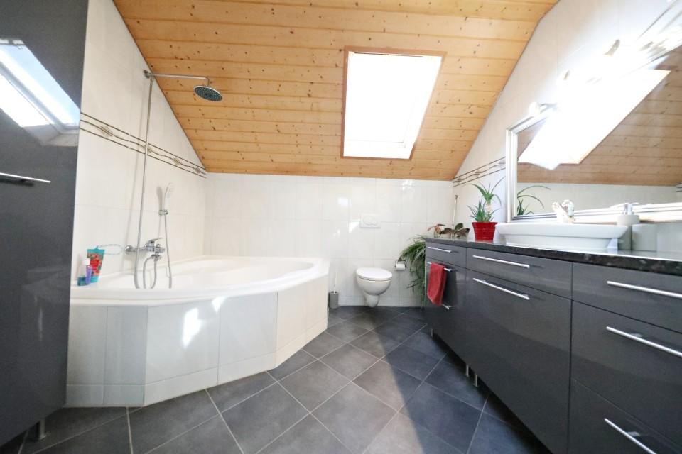 Visite 3D maison de 7 pièces /  5 chambres / 3 SDB / avec jardin.