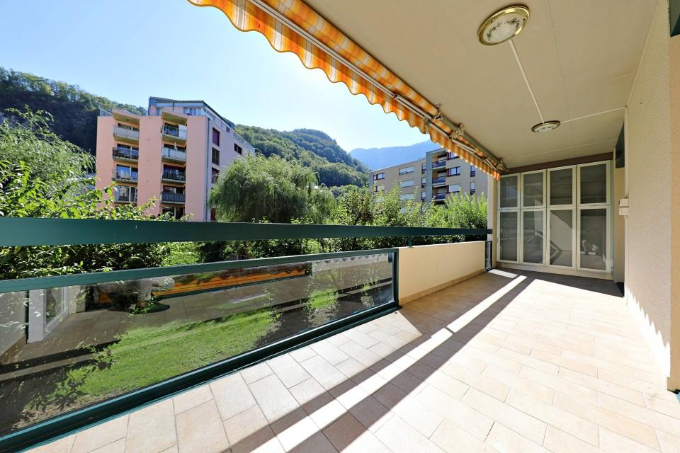 Magnifique appart 4,5 p / 3 chambres / 1 SDB / avec balcon.